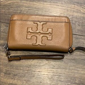 Tory Burch Wallet clutch in soft buck leather